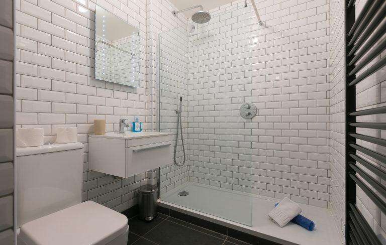 21 Carthew Court Bathroom