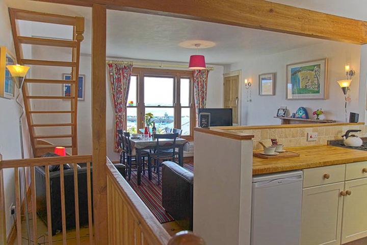 4 Admiral Lounge Kit Din