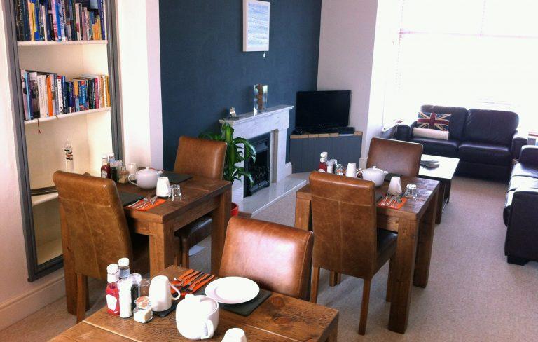 7 Breakfast Room & Lounge