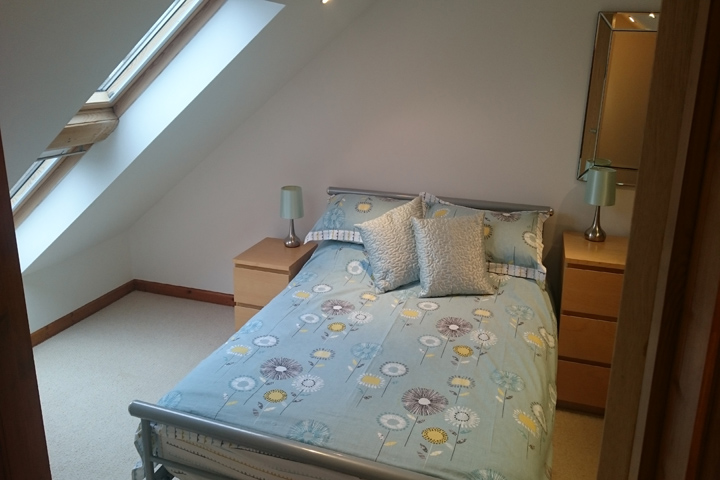 DSC 0007 6 Bed.JPG