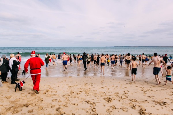 St Ives In December Boxing Day Swim 03 1 600x400